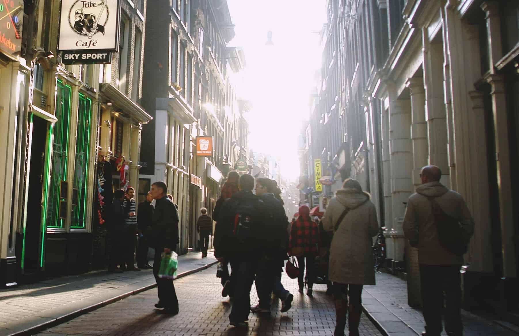 La historia de la calle Warmoesstraat