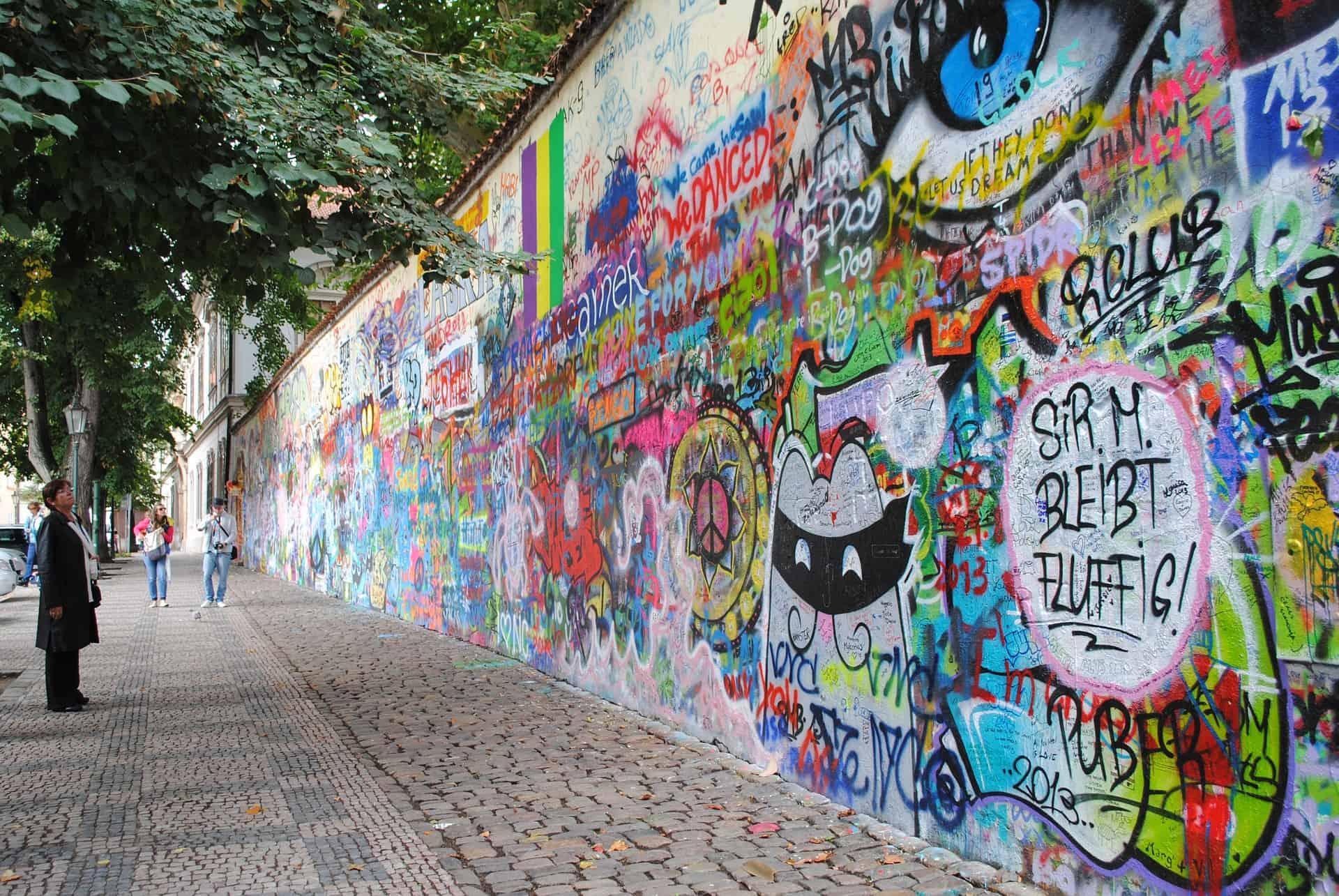 El mítico Muro de John Lennon en Praga