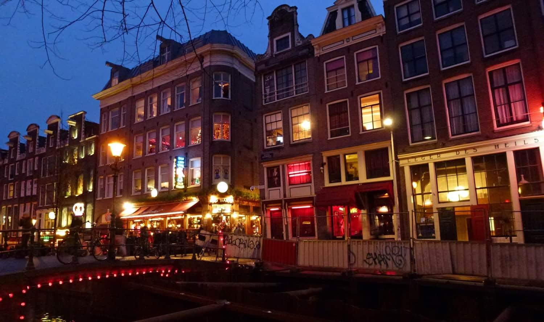 ¿Cómo surge el fenómeno de las vitrinas de Ámsterdam?